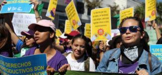 Mujeres jóvenes encabezaron histórica marcha del 8M 2020 en El Salvador